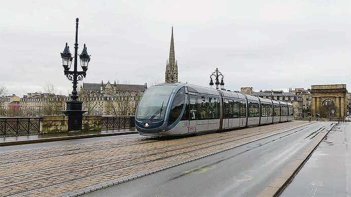 フランス ボルドーとトゥールの路面鉄道